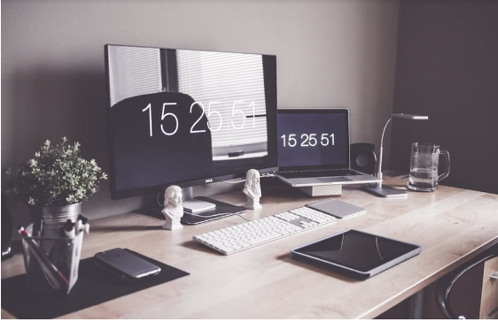 How To Organise Your Desk For Maximum Productivity